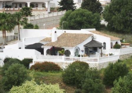 https://eagleestates.es/wp-content/uploads/2018/05/613_Cerros_del_Aguila_villa_til_salg_LL.jpg