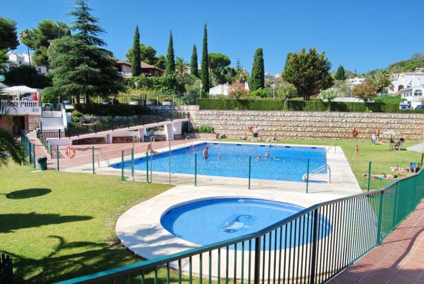 25-community-pool-area-ref-4260