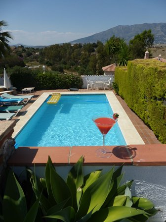 Pool view & cocktail