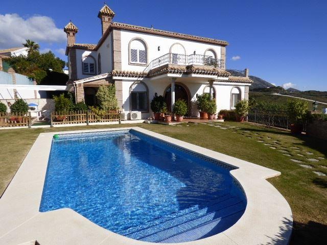 https://eagleestates.es/wp-content/uploads/2018/08/7305789-villa-and-pool-copia.jpg