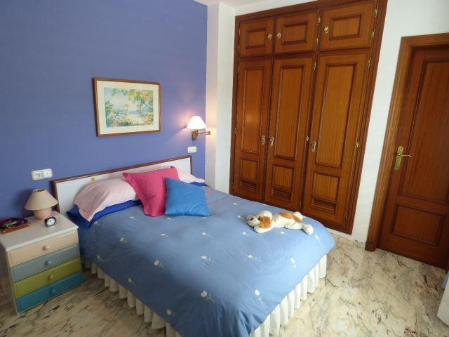 7305804-bedroom-3