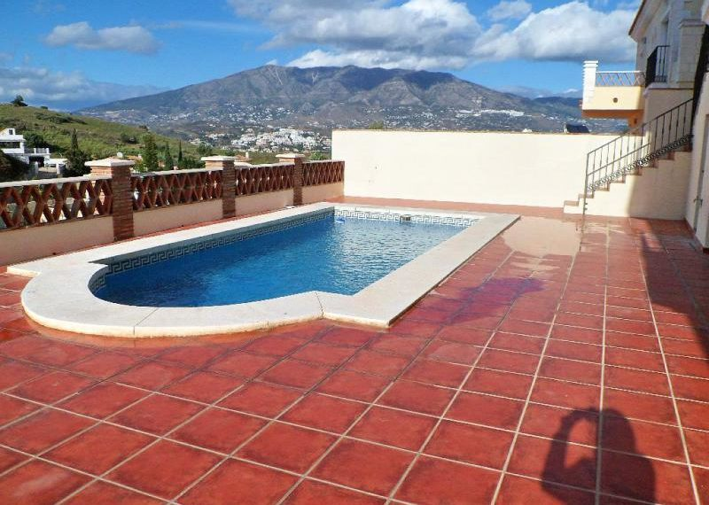02-pool-area-with-views-ref-4141