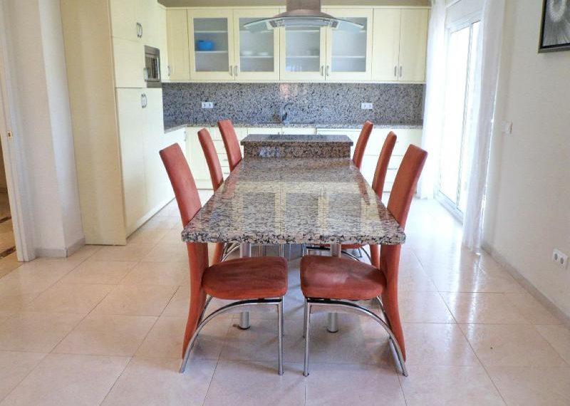 04-large-kitchen-ref-4141