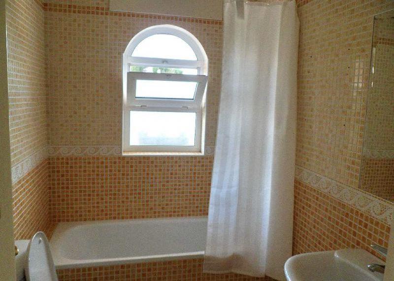 12-bathroom-ref-4141