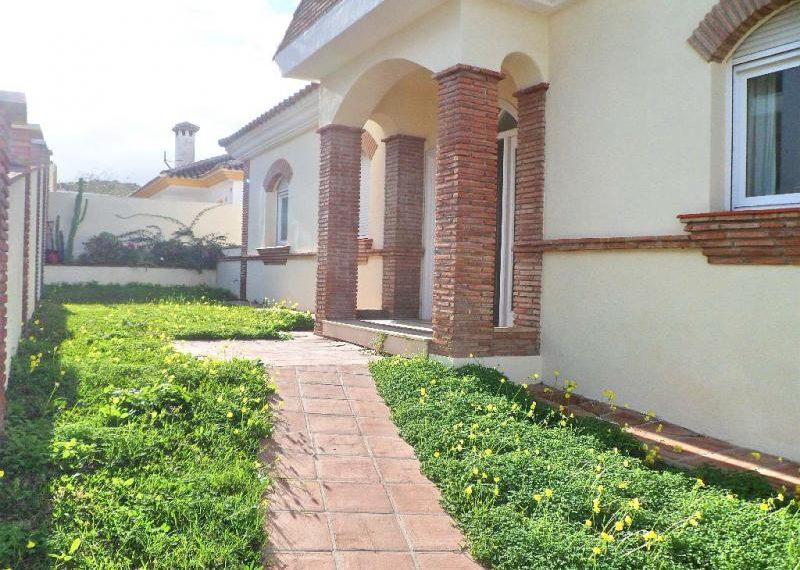 20-front-of-villa-ref-4141