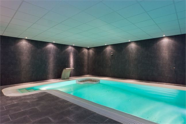 10161267-indoor-heated-swimming-pool-+-jacuzzi