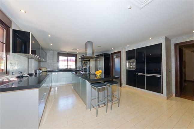 10161271-kitchen