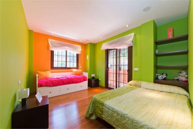 10161279-third-bedroom