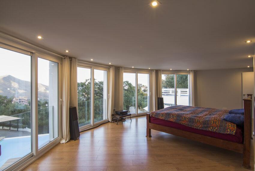 House_in_Marbella-12 Master bedroom